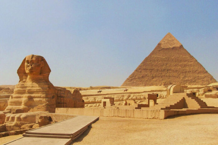 sphinx pyramide gizeh egypte